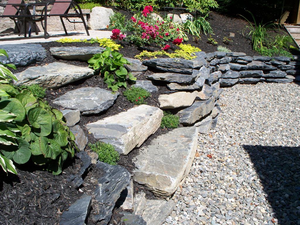 Marches stylisées à l'aide de pierres naturelles