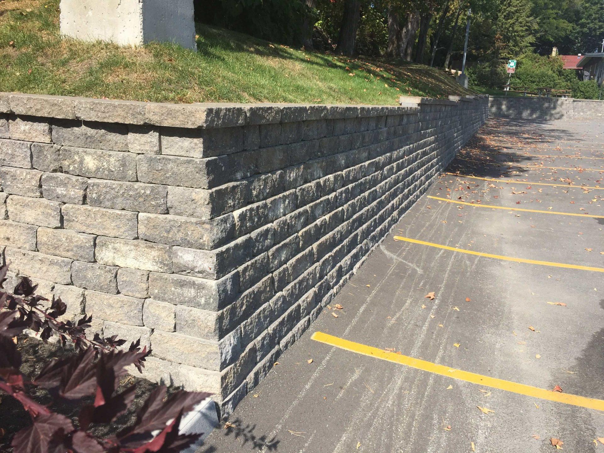 Mur de soutènement parking commercial